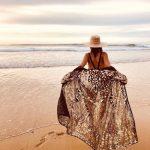 Kimono porté sur un maillot de bain